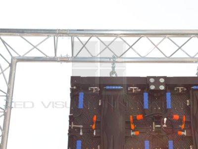 écran géant extérieur suspendu
